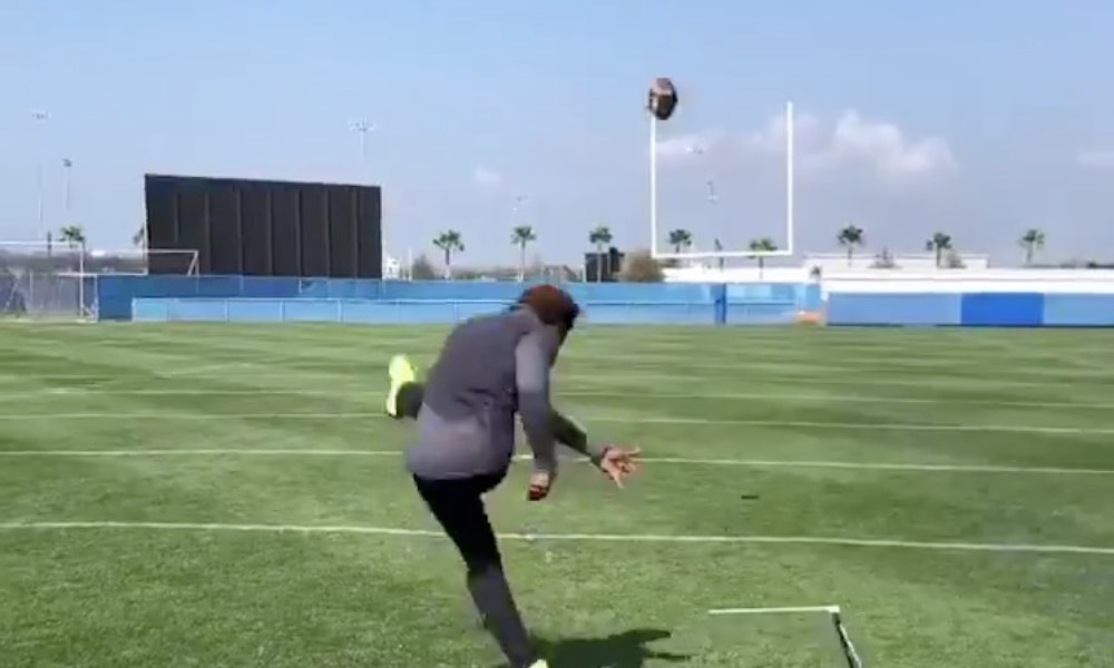 YouTube Star Nails 75-Yard Field Goal; Bears Fans Request Him To Be Signed