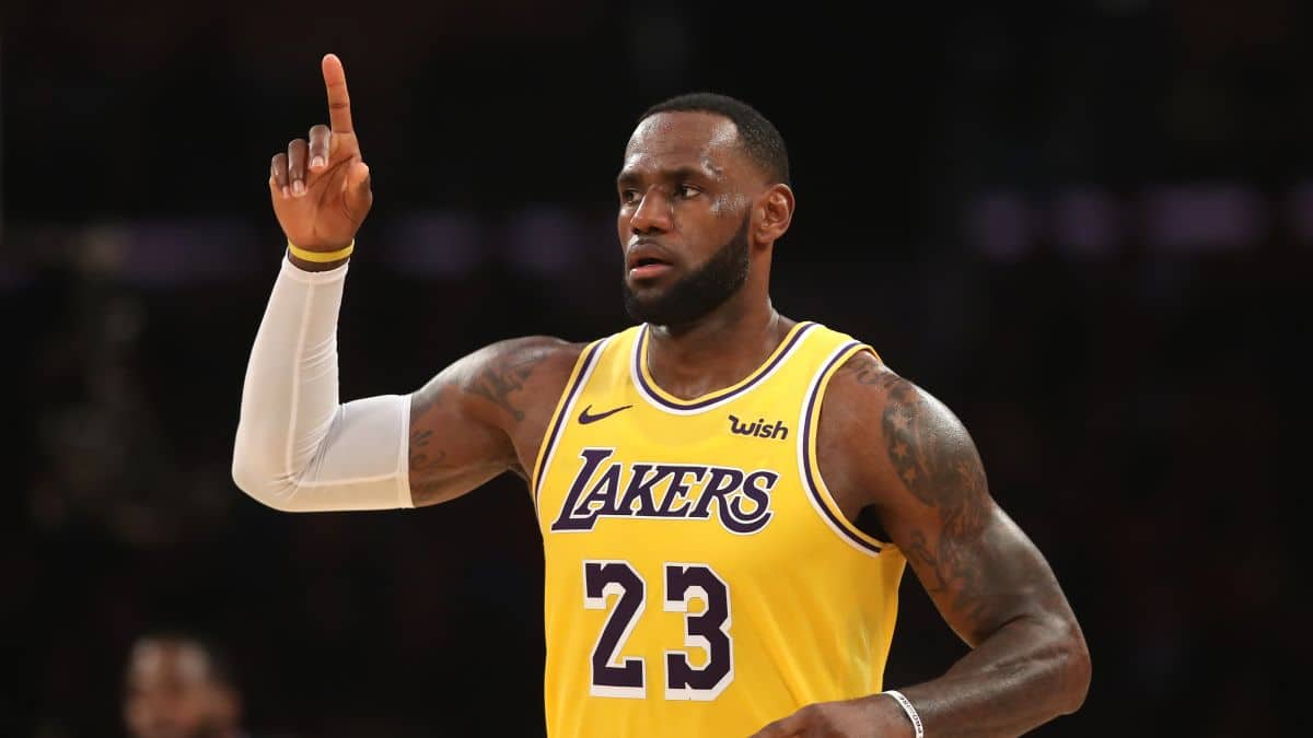 "LA Lakers: Frank Vogel Playing LeBron ""As Little As Possible"""